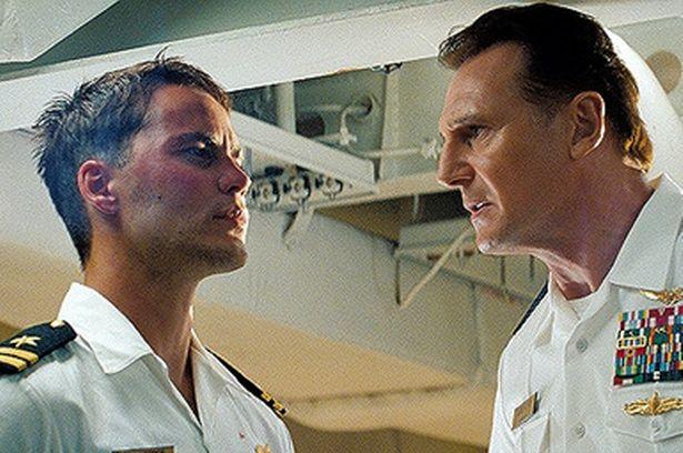 Et voici Captain Crétin et Amiral Rien-A-Branler !